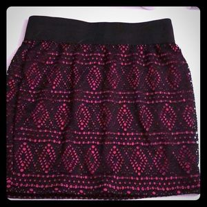 Pink/black bodycon skirt